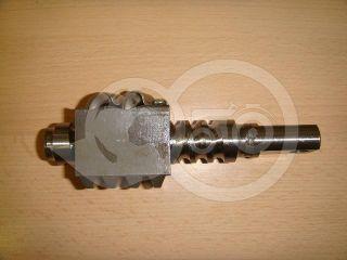 traktor kormánymű csigatengely golyókkal Kubota (1)