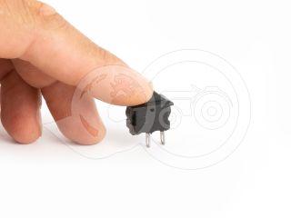 Kapcsoló 2 állású, 2 lábú, mini méretű (4)