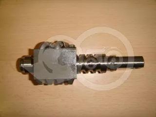 Kormánymű csigatengely golyókkal Kubota kistraktorokhoz (1)